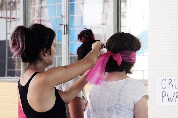 Oficina de Expressão Corporal. Fonte: Girls Rock Camp Porto Alegre @girsrockcamppoa