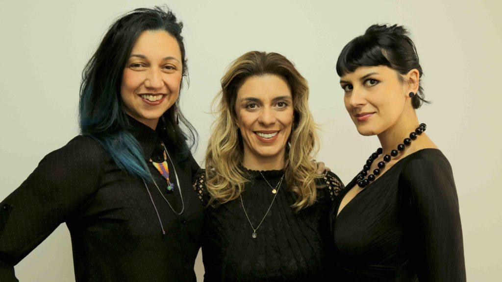 Claudia Assef (esq.) e Monique Dardenne (dir.), do WME, se juntaram a Fátima Pissarra, diretora da VEVO Brasil, para criar o WME Awards by VEVO