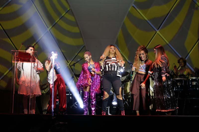 Você quer uma noite de poder? Então toma: Bahias, Pitty, Tássia, Preta e Karol Conka no palco